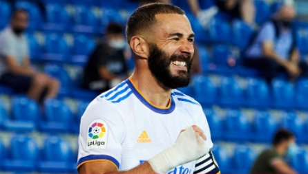 Benzema OK Extends Real Madrid Contract